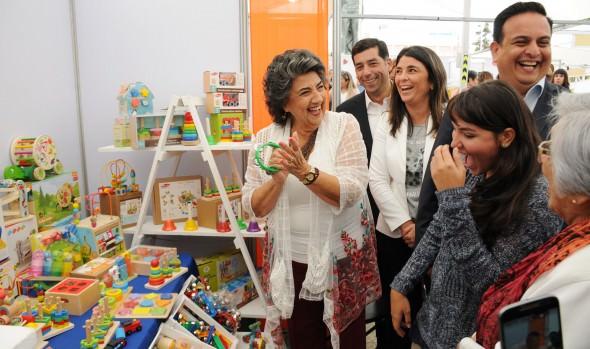 Municipio de Viña del Mar realiza muestra de emprendedoras, talleres y servicios en conmemoración del Día de la mujer
