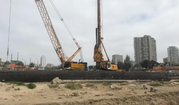 Construcción de puente Los Castaños fue inspeccionado por alcaldesa Virginia Reginato y autoridades regionales
