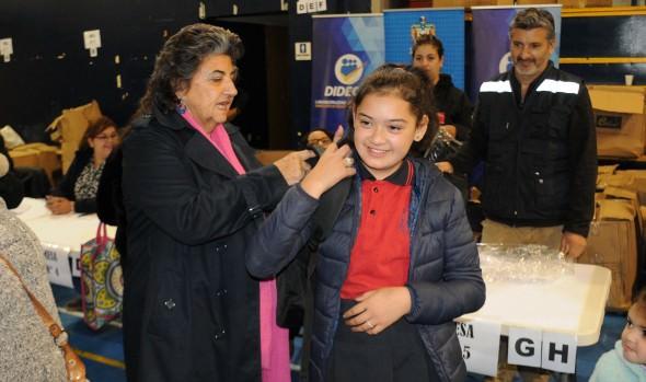 Municipio de Viña del Mar entregó sets escolares a estudiantes de planteles dependientes de la Corporación