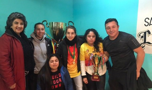 Alcaldesa Virginia Reginato participó en premiación de fútbol femenino de Asociación Las Achupallas