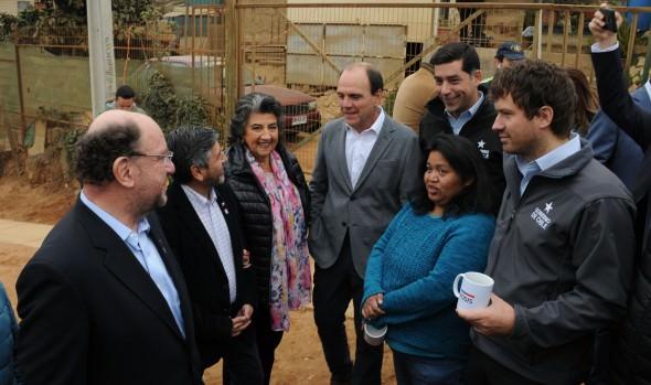 FOSIS presenta proyectos de intervención comunitaria en campamento Amanecer de Viña del Mar