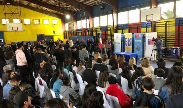 Cerca de tres mil escolares viñamarinos acceden a nuevas tecnologías gracias a entrega de computadores