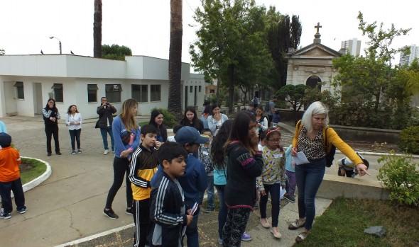 """Programa Pasos de Viña del Mar muestra los """"Encantos patrimoniales del Cementerio Santa Inés"""" a la comunidad"""