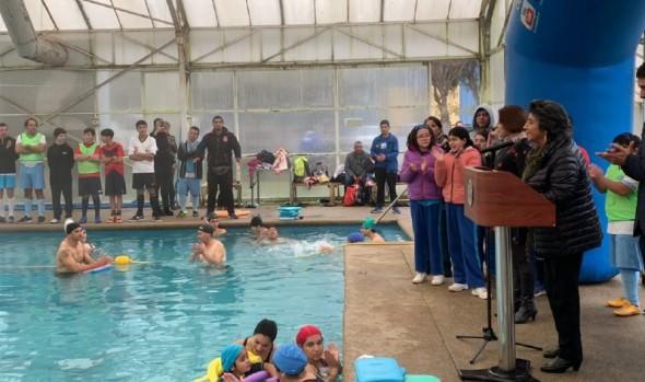 Programa de natación inclusiva se desarrolla con éxito en Viña del Mar