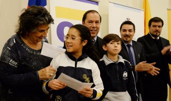 Más de 900 becas escolares entregó Corporación Municipal a hijos de funcionarios