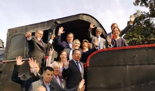 Firma de mandato que da luz verde a proyecto de tren rápido Valparaíso - Viña del Mar – Santiago fue valorado por alcaldesa Virginia Reginato