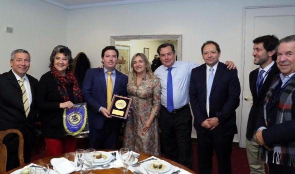 Cámara de Diputados homenajeó a Club Everton con presencia de alcaldesa Virginia Reginato
