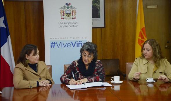 Municipio de Viña del Mar y UDLA renuevan convenio de colaboración para operativos sociales 2019