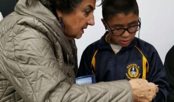 Escolares viñamarinos reciben importante apoyo a su aprendizaje gracias a entrega de lentes ópticos