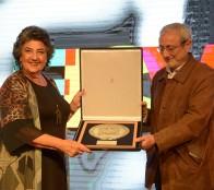 Alcaldesa Virginia Reginato entregó reconocimiento a rector de U. Valparaíso por su aporte a FICVIÑA