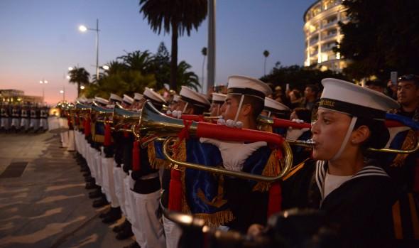 Cerca de 600 efectivos navales desfilaron en Viña del Mar