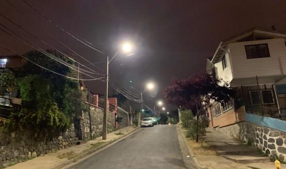 Municipio de Viña del Mar mejoró iluminación de Población Vista Mar en Agua Santa