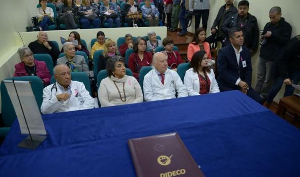 300 viñamarinas podrán hacerse mamografías gratuitas gracias a convenio entre municipio y hospital clínico