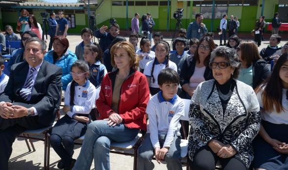 Escuela Almirante Gómez Carreño de Viña del Mar recibe $241 millones para mejorar su infraestructura