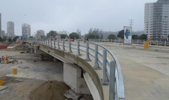 Puente Los Castaños en Viña del Mar entra en su fase final de construcción: losa está terminada