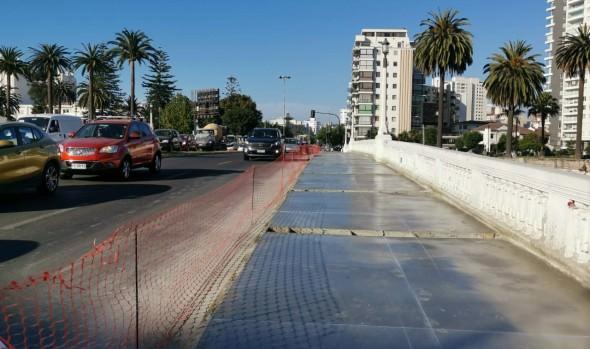 Municipio de Viña del Mar ejecuta reparación definitiva de aceras en puentes Casino y Ecuador