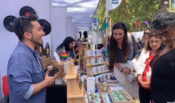 Diversos y atractivos productos ofrece 2ª expo emprende AIEP Viña del Mar