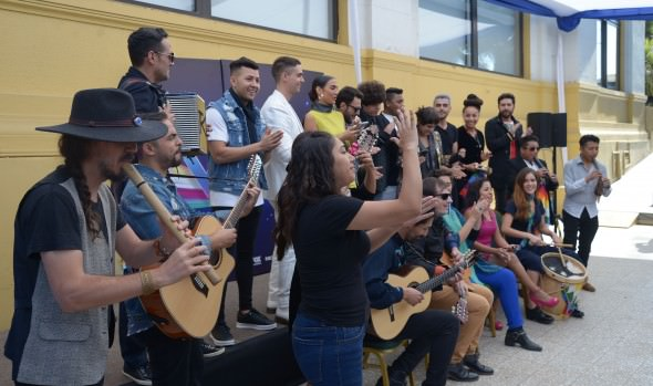 Con presentación de animadores y participantes de la competencia se iniciaron actividades del 61º Festival de la Canción de Viña del Mar