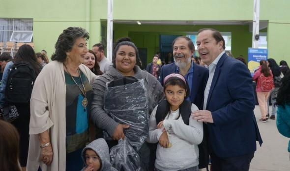 Municipio de Viña del Mar entregó ayuda en útiles escolares a 1.900 estudiantes