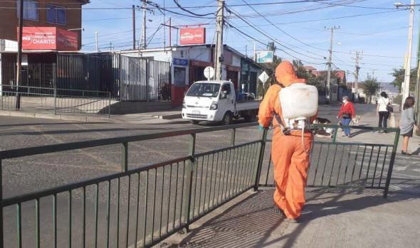 Vecinos valoran labor de camiones sanitizadores en sectores altos de Viña del Mar