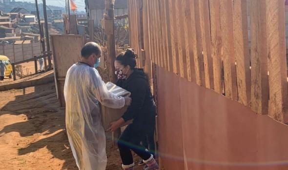Continúa entrega de cajas con alimentos y kits de aseo a familias vulnerables de Viña del Mar