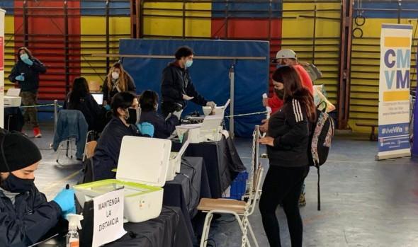 Alumnos de Viña del Mar con menores recursos reciben computadores para apoyar sus aprendizajes