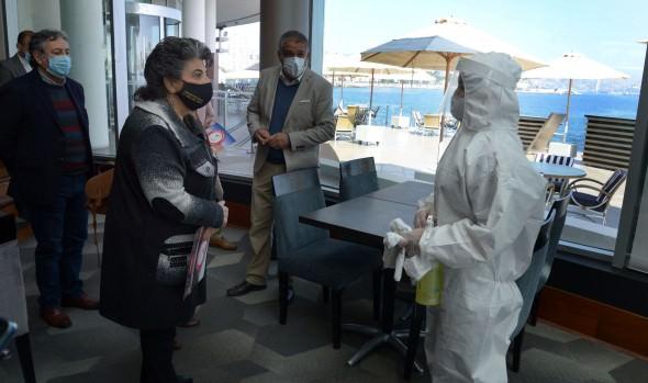 Municipio de Viña del Mar y Sernatur verifican medidas de seguridad adoptadas en hoteles para cumplir plan paso a paso