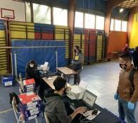 Adultos viñamarinos que regulan sus estudios recibieron PC para apoyar su educación