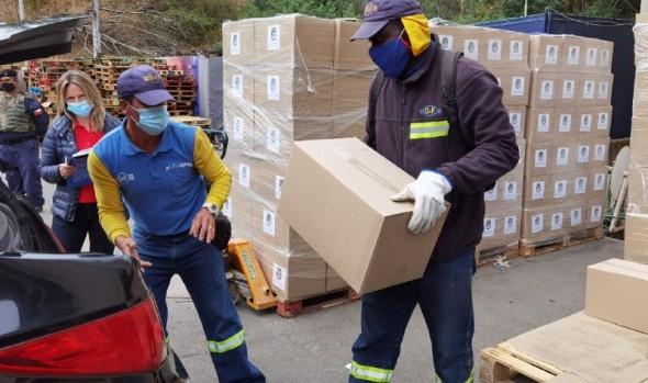 Municipio de Viña del Mar continúa desarrollando programas de entrega de alimentos y ayuda a adultos mayores