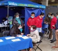 Sin inscripción previa se atiende en vacunatorio central de estadio Sausalito