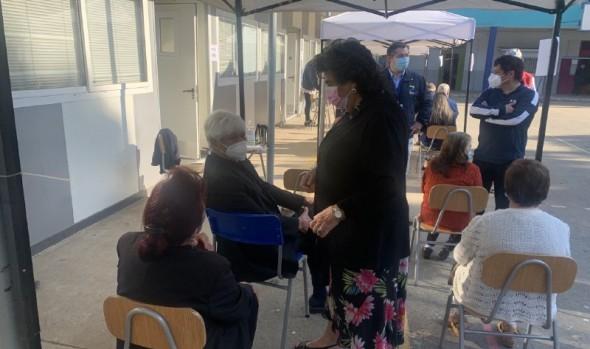 Puntos de vacunación del CESFAM Marco Maldonado se trasladan a Liceo Guillermo Rivera