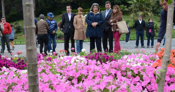 Alcaldesa Virginia Reginato, recambio flores