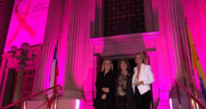 Alcaldesa Virginia Reginato, iluminación cáncer de mama